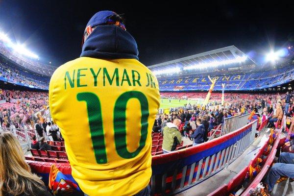 Neymar-Szurkolo-Barcelona-001
